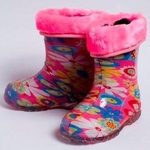 Малодетские утепленные сапожки из ПВХ с меховым отворотом, цвет розовый